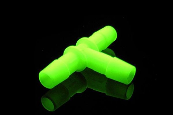 """PrimoChill 13mm (1/2"""") Embout pour tuyau - T - UV Vert (High-Flow)"""